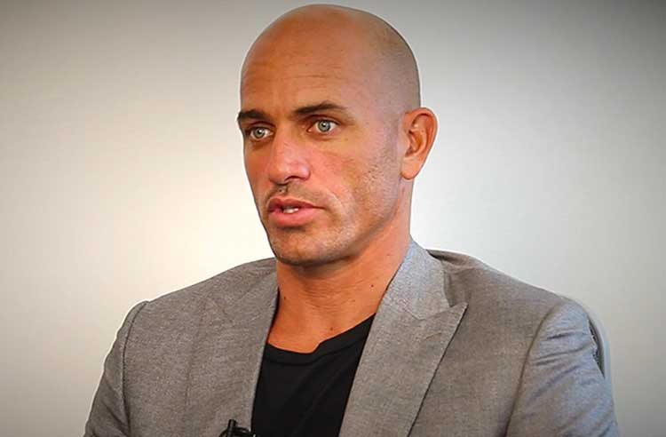 Kelly-Slater-Surfer